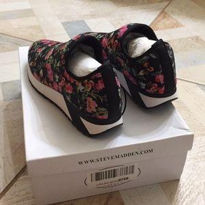 Steve Madden Neoprene flower print sport shoes